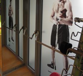 Oklejenie szyb grafiką dla Fitness Platinium